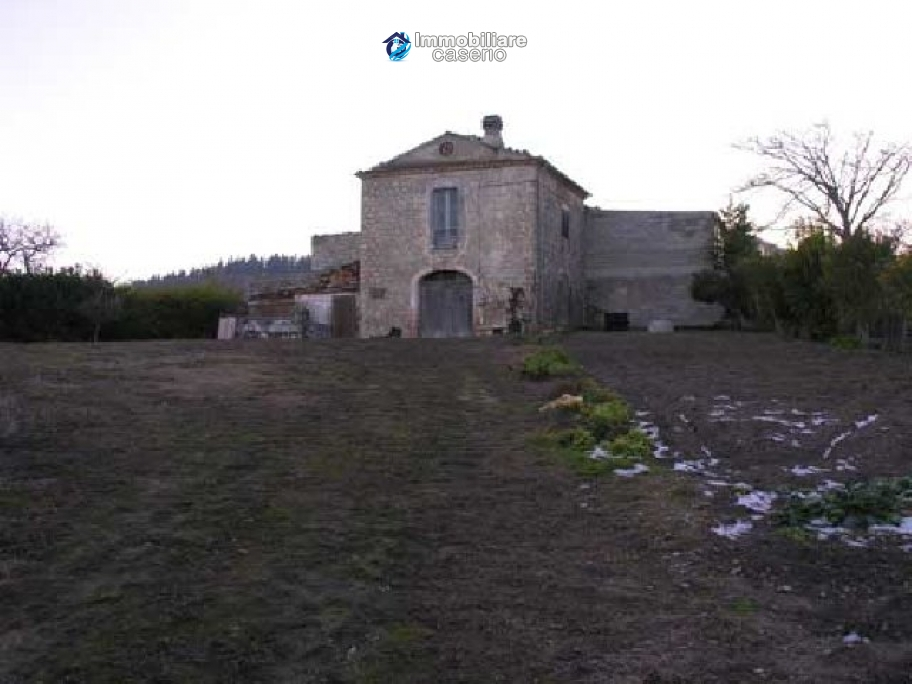 Stone house for sale in Molise, Italy