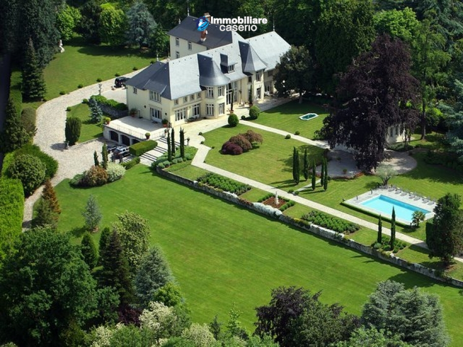 Luxurious Chateau for sale close Geneva