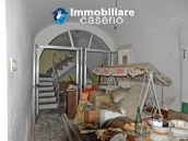 Spacious and character town house for sale near the sea in Pollutri, Abruzzo 3