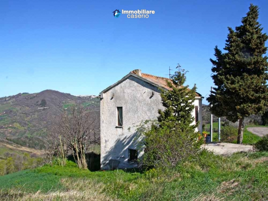 Country house with two hectares of land for sale in Palmoli, Region Abruzzo, Italy