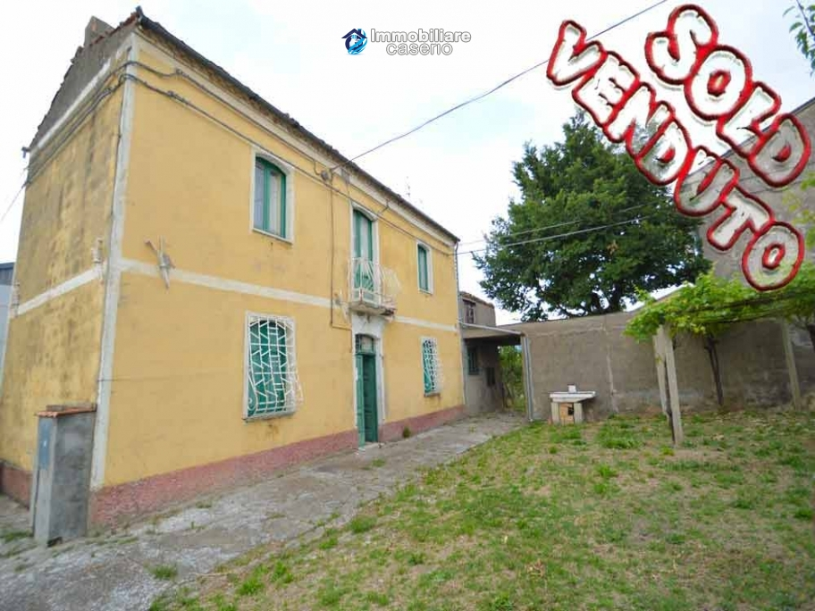 Detached house for sale with land in Roccaspinalveti, Abruzzo