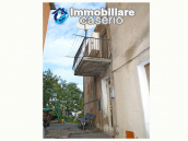 Habitable town house for sale with garden in Casalanguida, Chieti 1