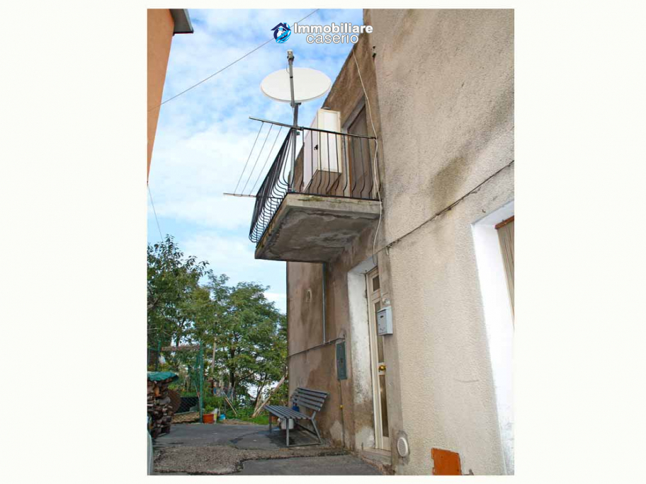 Habitable town house for sale with garden in Casalanguida, Chieti