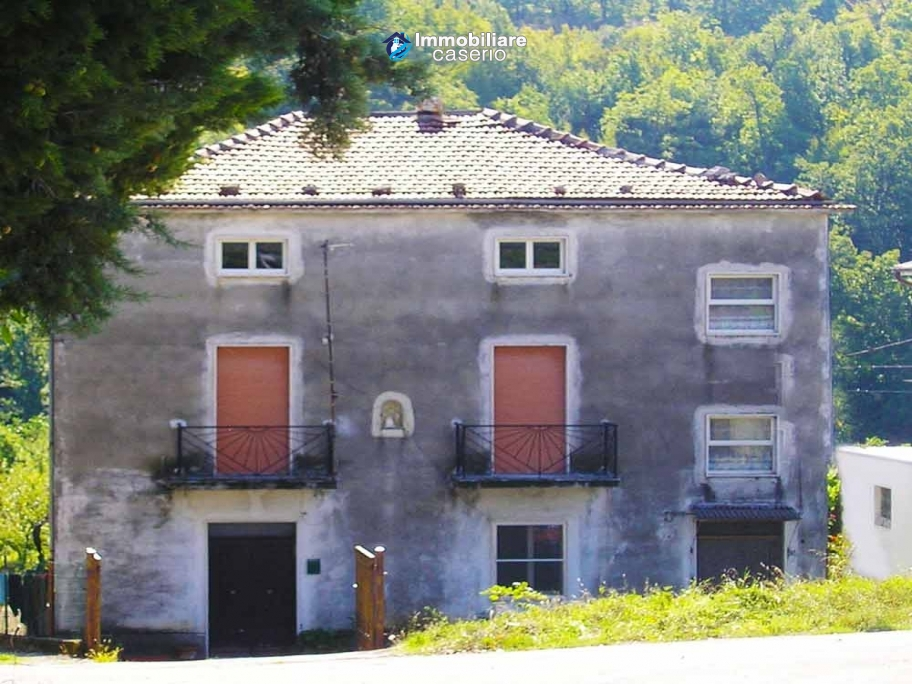 Imposing house for sale in the outskirts of Tornareccio, Abruzzo, Italy