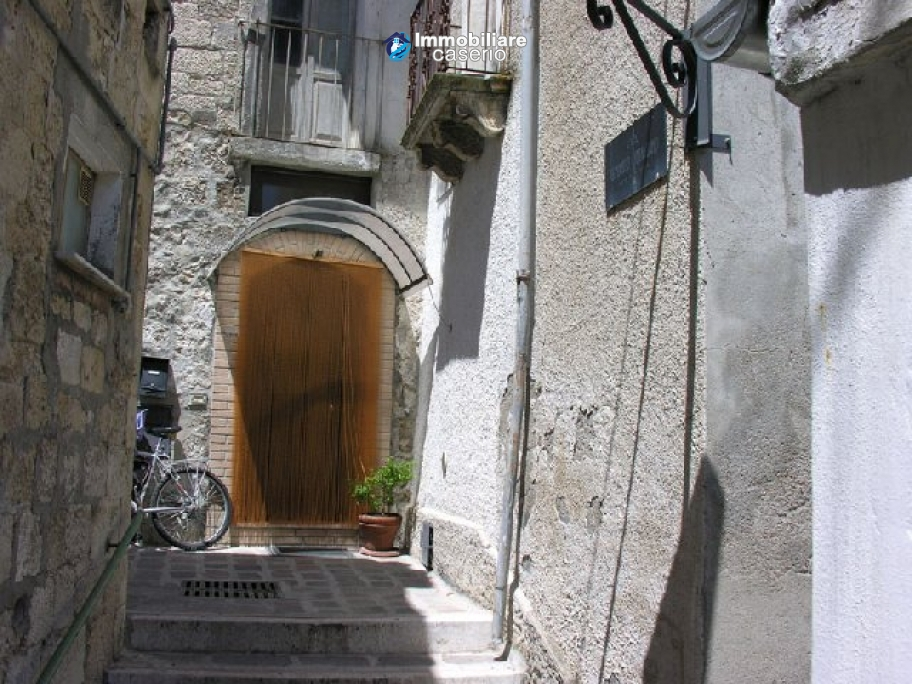 House for sale in the centre of Fresagrandinaria, Italy