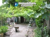House to renovate with enchating garden in Abruzzo, Italy 1