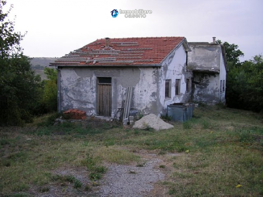 Lovely old school to be renovated in Abruzzo