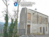 House with garden and cellars for sale in the Abruzzo region, precisely in Tufillo 1