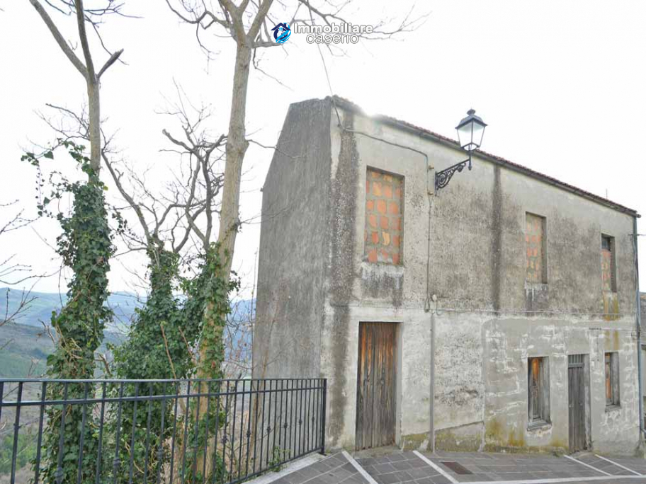 House with garden and cellars for sale in the Abruzzo region, precisely in Tufillo