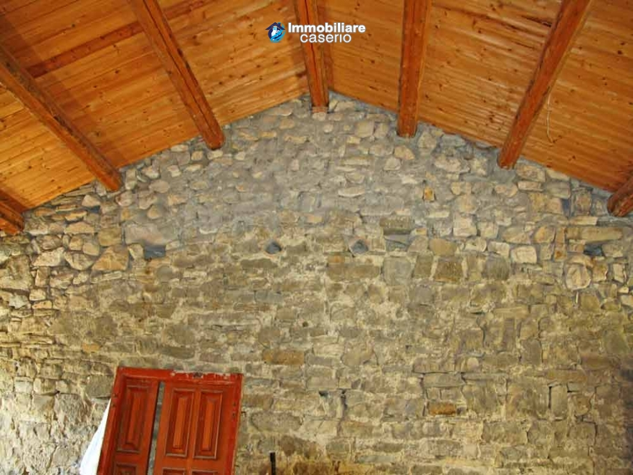 Stone house on two levels for sale in Fraine