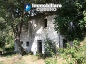 Country house with 30 hectares of land in Tufillo 4