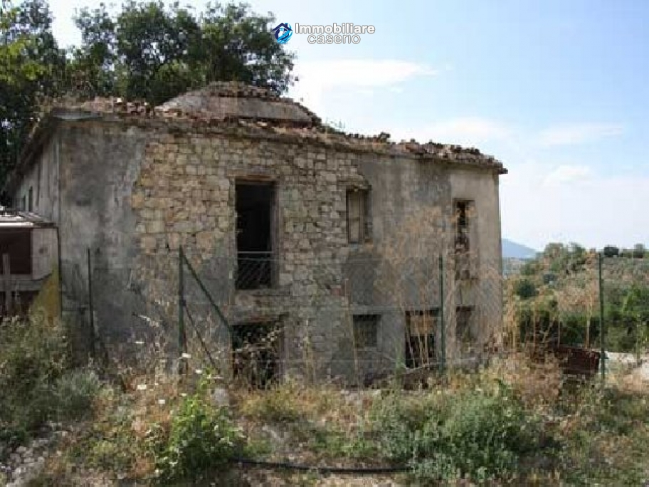 Country house with 30 hectares of land in Tufillo