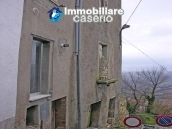 Stone town house with mountain views for sale in Fraine, Abruzzo, Italy 17