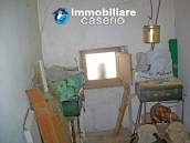 Stone town house with mountain views for sale in Fraine, Abruzzo, Italy 9