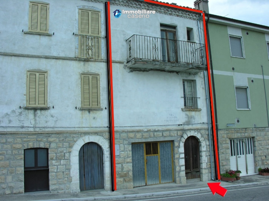 House on three levels located in Fraine