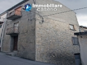Town house on three levels located in Guilmi, Chieti, Abruzzo 1