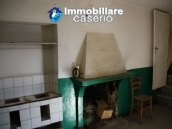 Town house on three levels located in Guilmi, Chieti, Abruzzo 4