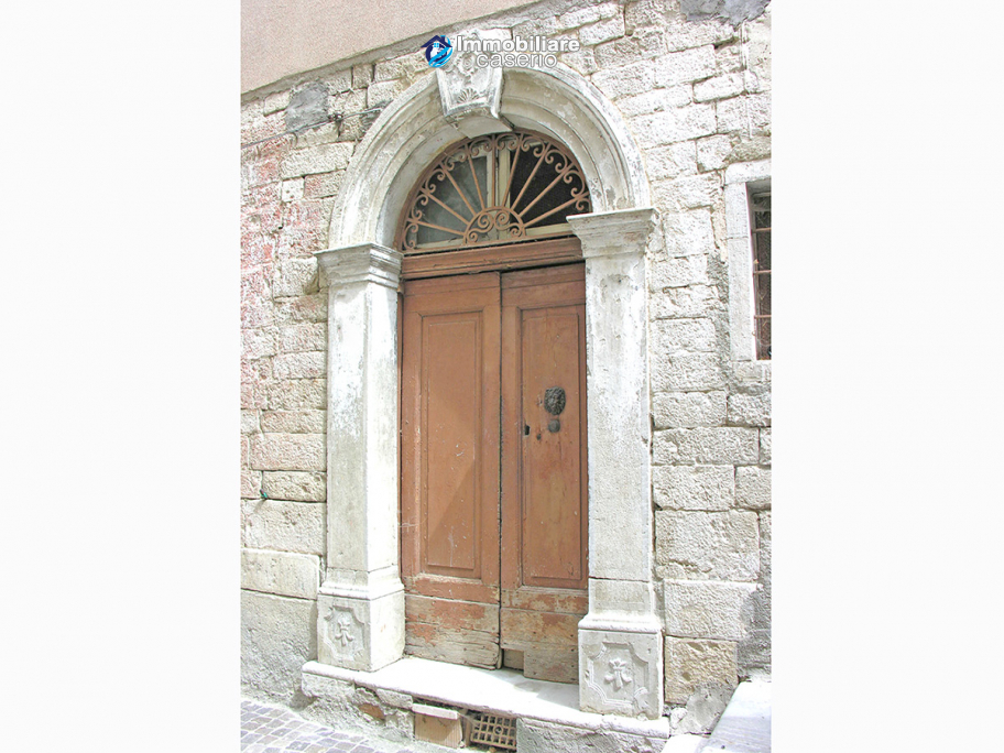Stone house to be restored, reduced price, for sale in Castelbottaccio, Molise, Italy