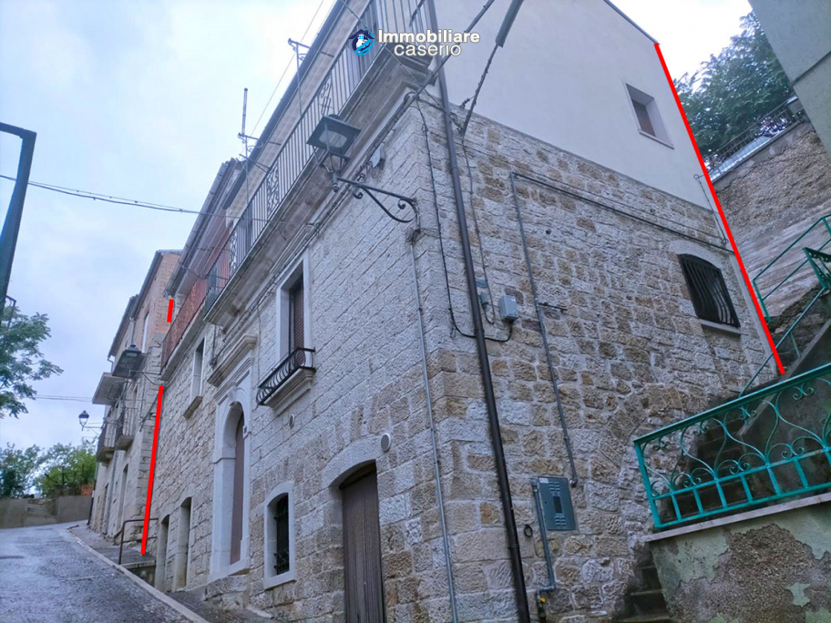 Stone town house for sale in Castelbottaccio, Molise