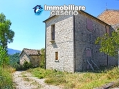 Semi-detached country house on two levels in Casalanguida 4