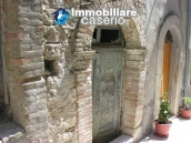 Stone town house to restore in Casalanguida 15