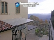 Portion of country house with land  in Schiavi d'Abruzzo 2
