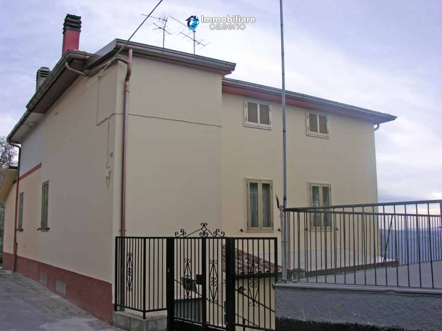 Portion of country house with land  in Schiavi d'Abruzzo