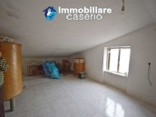 Large house with garage for sale in the Province of Chieti, village Liscia 17