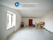 Large house with garage for sale in the Province of Chieti, village Liscia 18