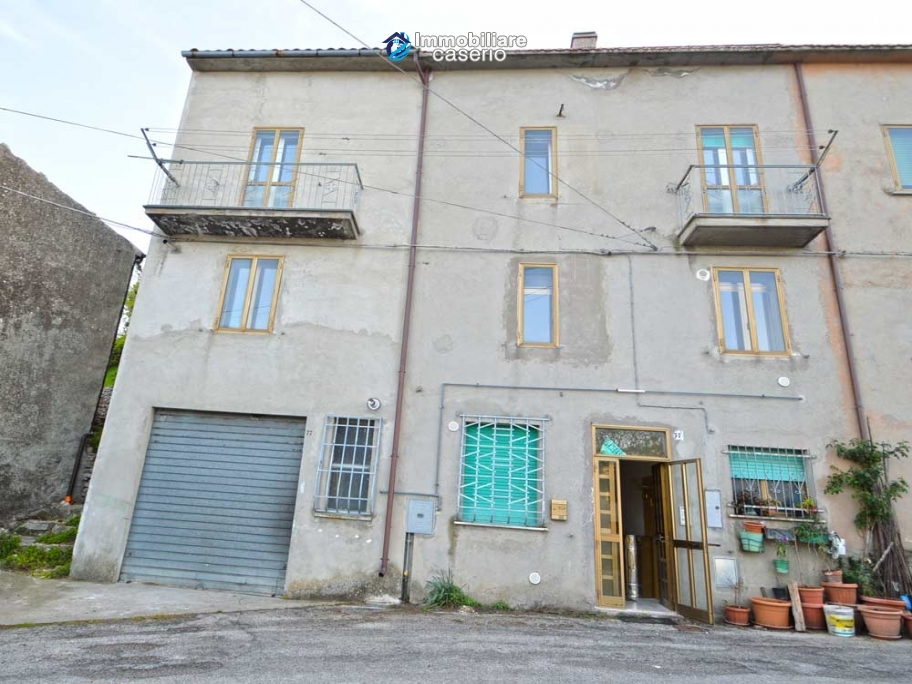 Large house with garage for sale in the Province of Chieti, village Liscia