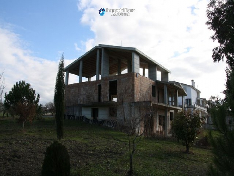 Newly built country house with land in Montenero