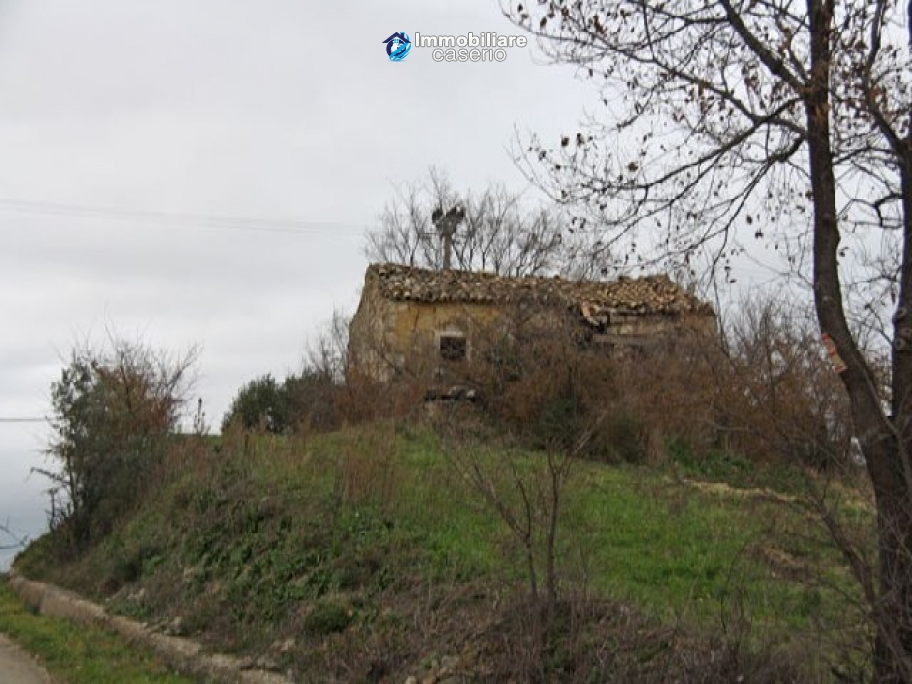 Realise your country house with two hectares of olive groves