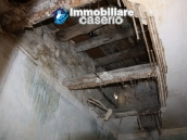 Town house in need of renovation in San Giovanni Lipioni 12