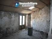 Town house in need of renovation in San Giovanni Lipioni 8