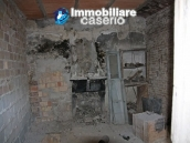 Town house in need of renovation in San Giovanni Lipioni 9
