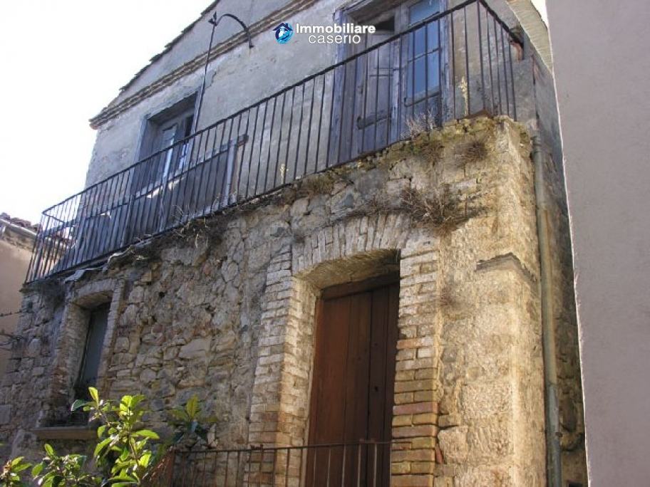 Town house in need of renovation in San Giovanni Lipioni