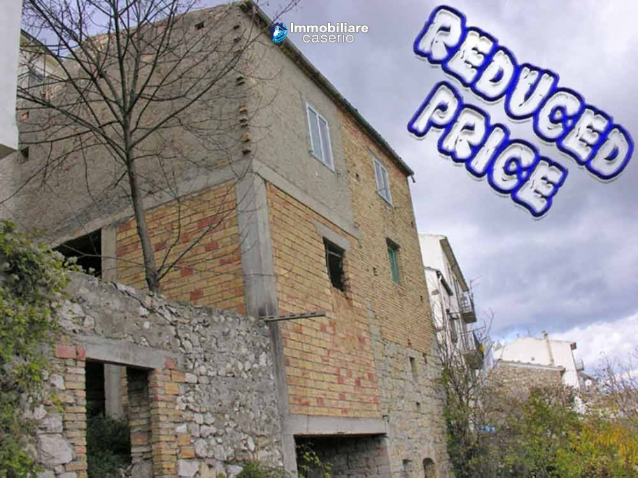 Lovely town house for sale with garden in Montazzoli, Abruzzo