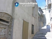 Town house on two levels for sale in San Giovanni Lipioni 11