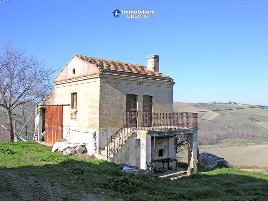 Property in Italy - Brick house with terrace for sale at Atessa