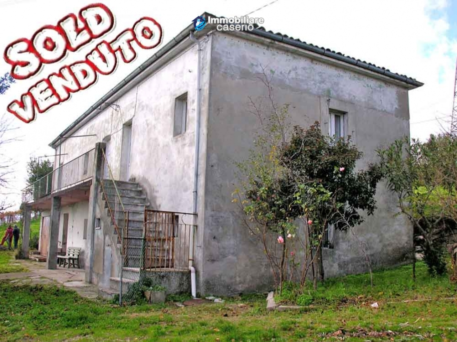 Country house with land in Atessa, Abruzzo