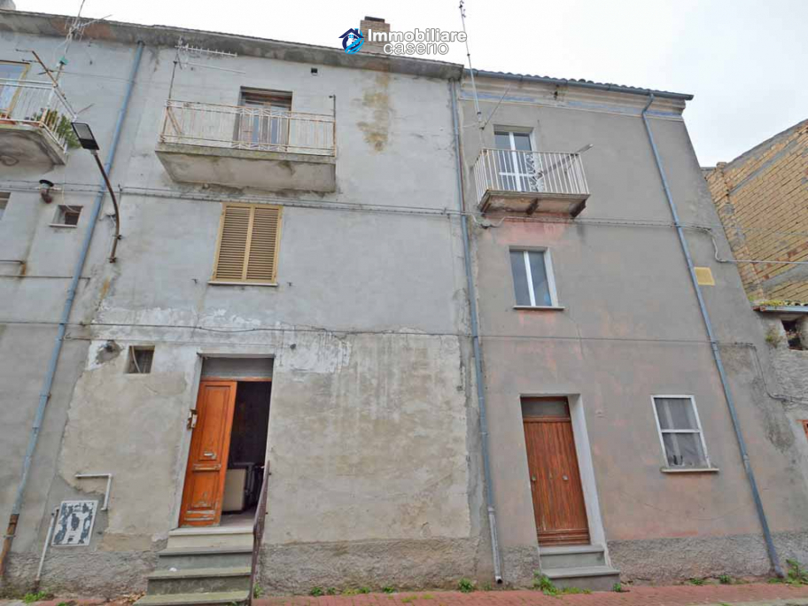 Adjoining houses for sale in the village of Furci