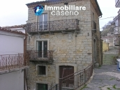 Town house on three levels for sale in Montazzoli 1