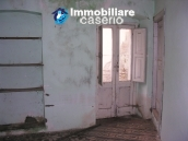 Town house on three levels for sale in Montazzoli 13