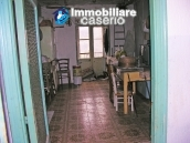 Town house on three levels for sale in Montazzoli 17