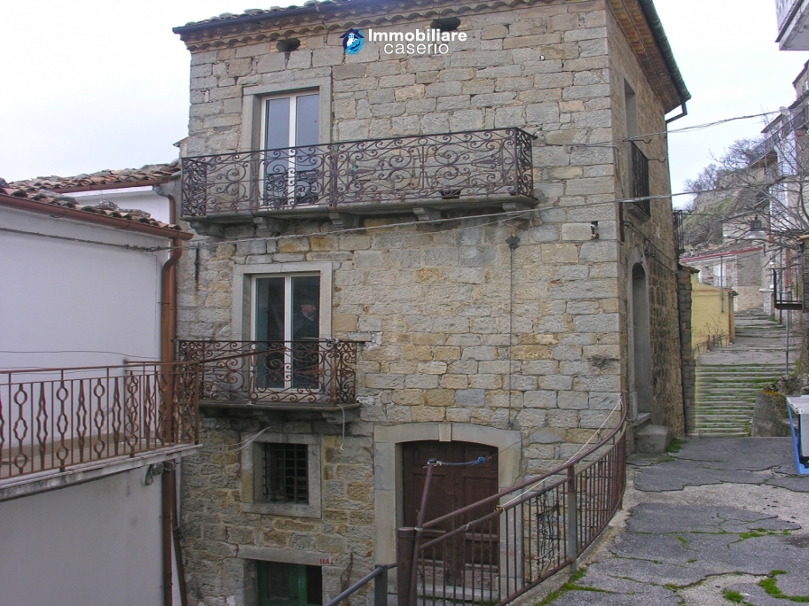 Town house on three levels for sale in Montazzoli