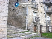 Stone house with garden for sale in Montazzoli 1