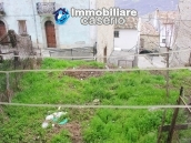 Stone house with garden for sale in Montazzoli 14