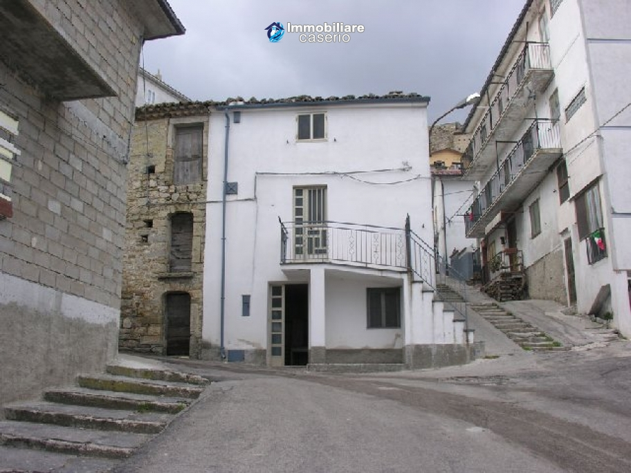 Town house with panoramic view for sale in Italy