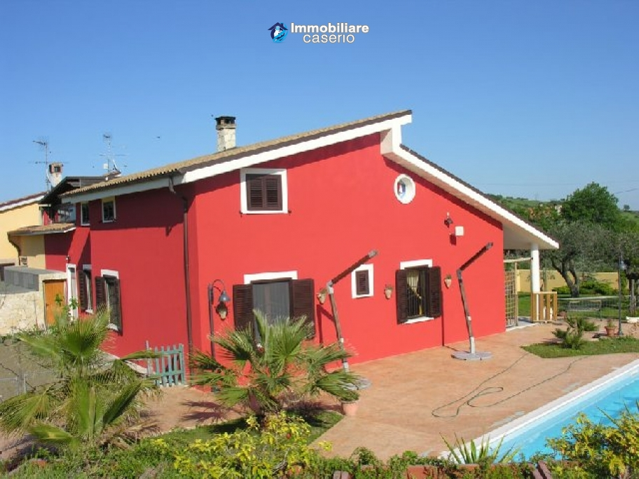 Lovely villa recently built with pool, near the sea for sale in Abruzzo, Italy