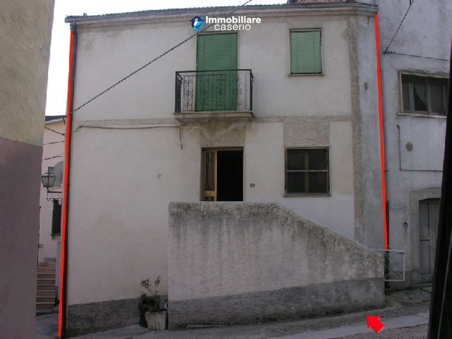 Habitable townhouse located in Quadri, Chieti province